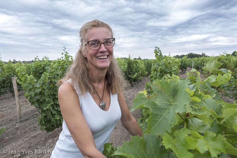 Laura Semeria, Domaine de Montcy, Terra Laura, gueules de vignerons, biodynamie, organic wine, Jean-Yves bardin photographe Gueules de vignerons, portraits de vignerons, Vignerons de Loire, Cheverny