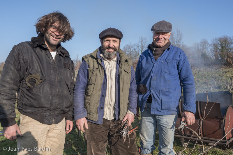 Mark Angeli, martial Angeli, Bruno Ciofi, vigneron taille, biodynamie, wine lover - portrait, vin nature, bio, gueules de vignerons, vigneron bio, vignerons d'Anjou, vin biodynamie, vin sans soufre, organic wine, winemaker, Jean-Yves Bardin photographe Gueules de vignerons, portraits de vignerons, Vignerons de Loire